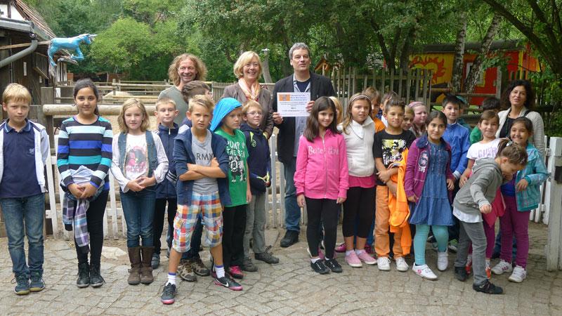 Spende der Maria-Montessori-Grundschule an den Kinderbauernhof der ufa-Fabrik @ Heide Simbritzki-Schwarz 2013