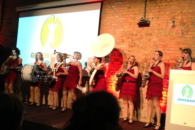 Damenorchester Salomé bei der Preisverleihung des dritten Green Buddy-Awards in Tempelhof-Schöneberg am 31.10.13 im Audimax des Euref-Campus © Tempelhofer Nachrichten